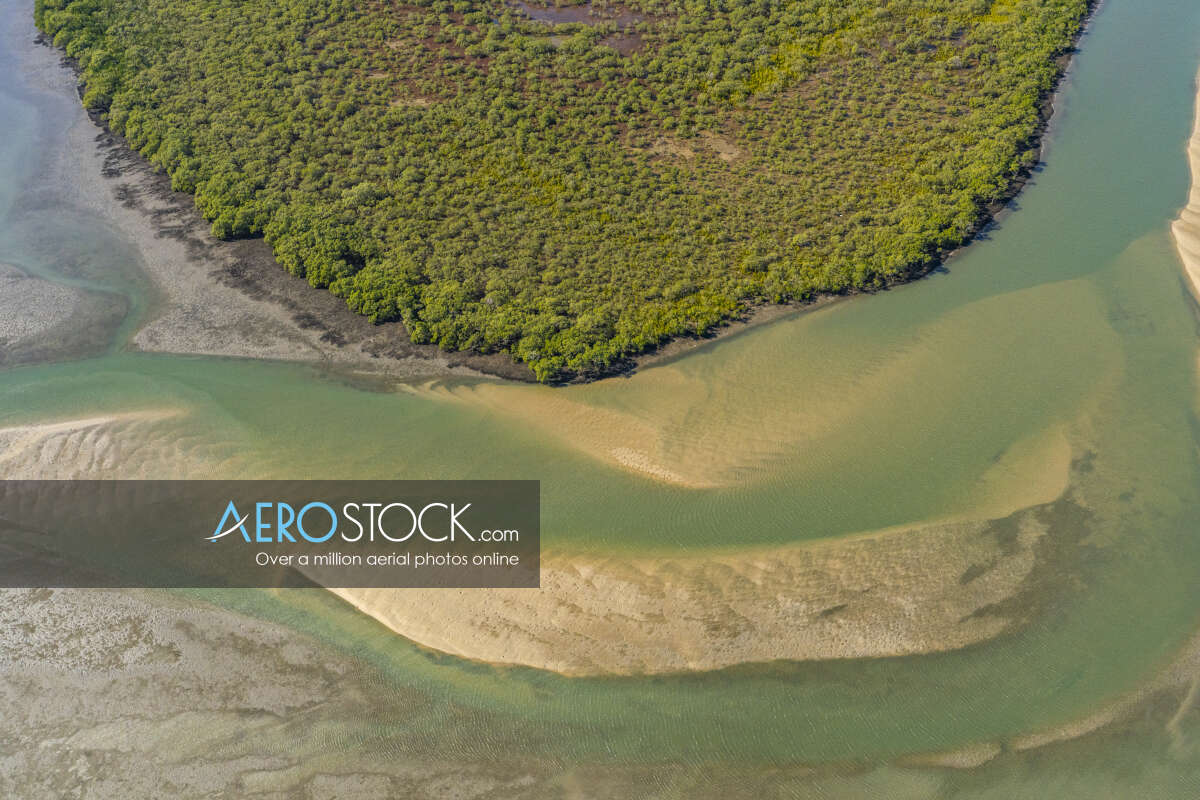 Sharp and finely detailed panoramic aerial photo of Moreton Bay.