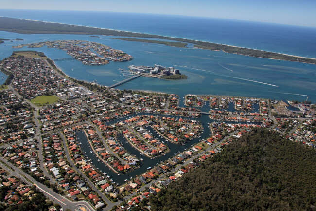 Paradise Point 4216, Hollywell 4216