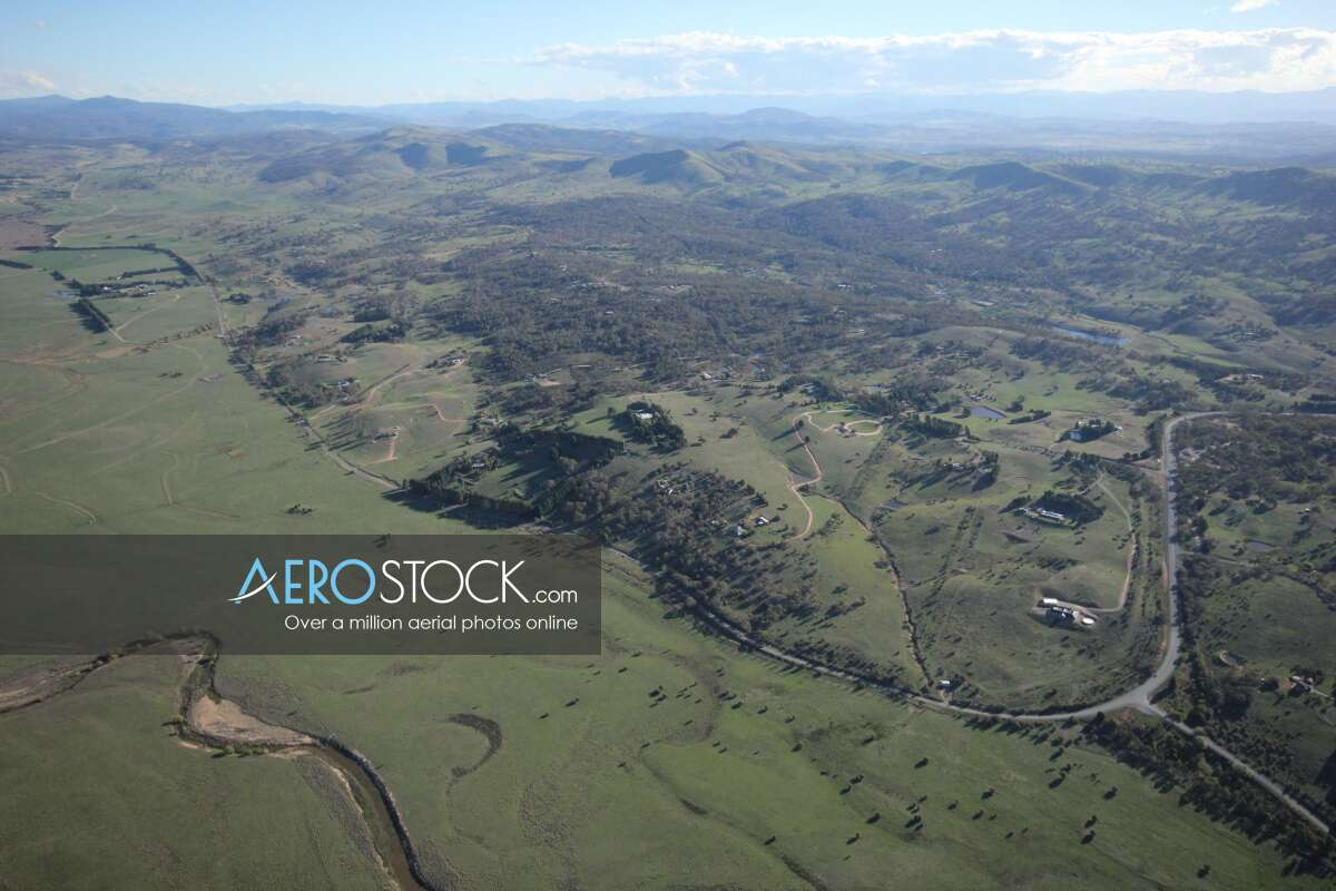 Sharp and finely detailed panoramic aerial photo of Queanbeyan-Palerang