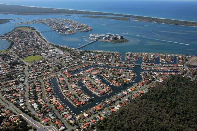 Hollywell 4216, Paradise Point 4216